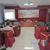 Suasana rakor stakeholder yang dilakukan oleh Bawaslu Kabupaten Jombang jelang tahapan pemungutan suara. (Foto : Adi Rosul / JombangTIMES)