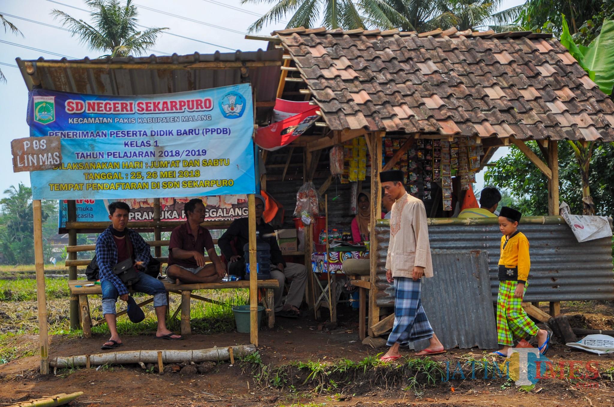 Warung milik Lianah warga dusun sekaran yang berlokasi di luar area situs Sekaran (Luqmanul Hakim/Malang Times)
