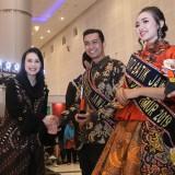 Arumi Bachsin saat menghadiri pemilihan Duta Batik Jawa Timur 2019 di Grand City, Surabaya, Sabtu (13/4) malam.