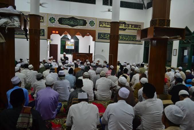 Ilustrasi salat subuh berjemaah dalam gerakan Rabu putih yang akan dilakukan GP Ansor Kabupaten Malang (Ist)
