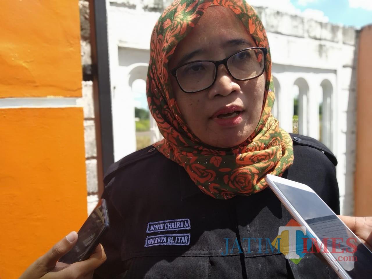 Komisioner Divisi Partisipasi Masyarakat KPU Kota Blitar, Ummu Chairu Wardhani