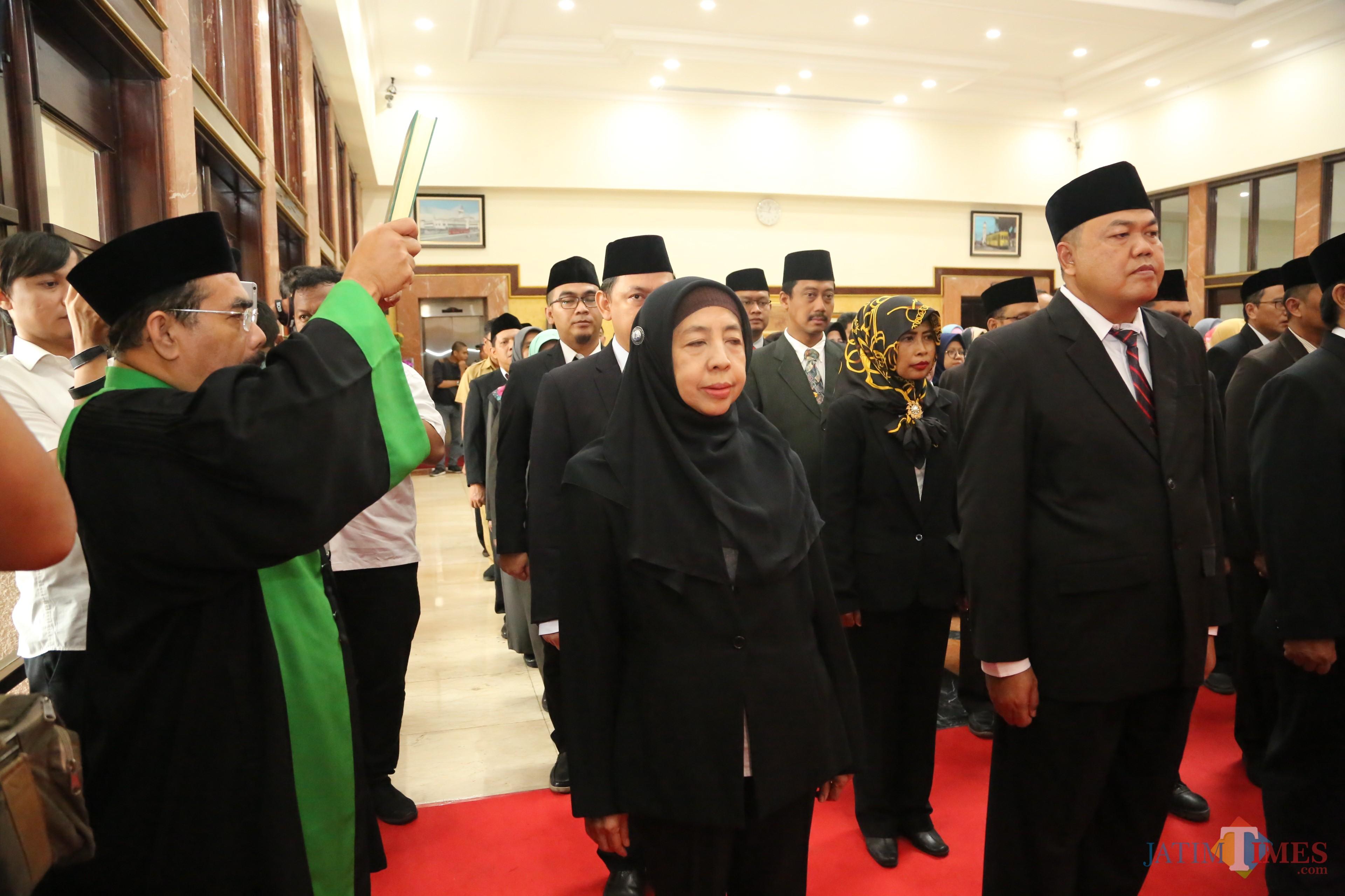 Para pejabat Pemkot Surabaya saat diambil sumpahnya ketika dilantik.