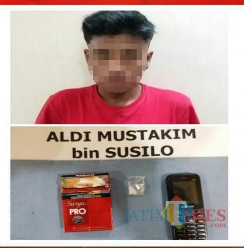 Aldi Mustakim, tersangka beserta barang bukti sabu, saat diringkus polisi. (Foto : Humas Polres Malang for MalangTIMES)