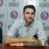Gelandang  Arema FC, Pavel Smolyachenko (Hendra Saputra)