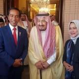 Dari kanan Gibran, Iriana, Raja Salman, Jokowi, dan Kaesang saat bertandang di istana Raja Salman. (Foto: instagram @jokowi)