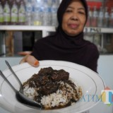Menu favorit Semur Daging warung Brintik Legendaris