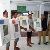 Proses pendistribusian logistik pemilu di kelurahan, dilakukan oleh KPU Kota Blitar