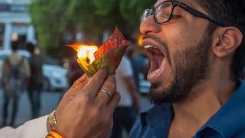 Snack api salah satu kuliner khas India yang disantap dengan api menyala. (Foto: istimewa)