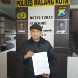 Koko Ramadhan  dari tim advokat dari Kantor Hukum Yustisia Indonesia  (KHYI) yang mengadukan ke Polres Malang Kota (Anggara Sudiongko/MalangTIMES)