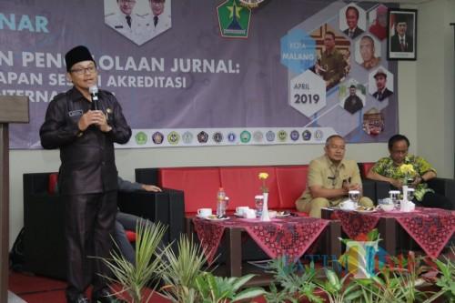Wali Kota Malang Sutiaji saat menjadi pembicara terkait akreditasi jurnal ilmiah yang digelar Barenlitbang Kota Malang. (Foto: Dokumen MalangTIMES)