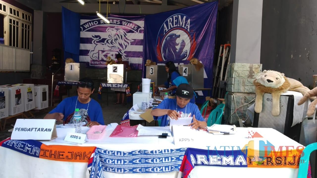 Bernuansa Arema, TPS di Kota Malang ini gencarkan semangat persaudaraan dalam Pemilu (Pipit Anggraeni/MalangTIMES).