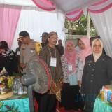 Bupati Kediri Bersama Kapolres Kediri saat cek TPS di Kabupaten Kediri. (eko Arif s /JatimTimes)