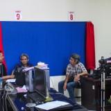 Petugas perekaman KTP yang menunggu masyarakat datang untuk mengurus e-KTP (Luqmanul Hakim/Malang Times)