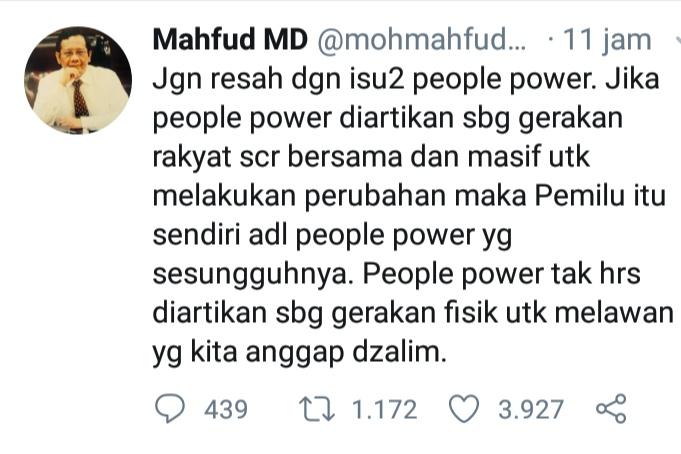 Cuitan Mahfud MD di Twitter terkait isu people power.