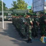 Dandim 0808/Blitar memberikan apresiasi kepada prajurit yang bertugas selama pemilu