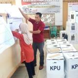 Proses rekapitulasi penghitungan surat suara di Kecamatan Licin