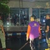 Petugas Damkar sesaat setelah berhasil padamkan Api / Foto : Kelana Agung / Tulungagung TIMES