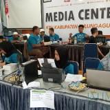 Aktivitas Situng di KPU Tulungagung (foto : Joko Pramono/ JatimTIMES)
