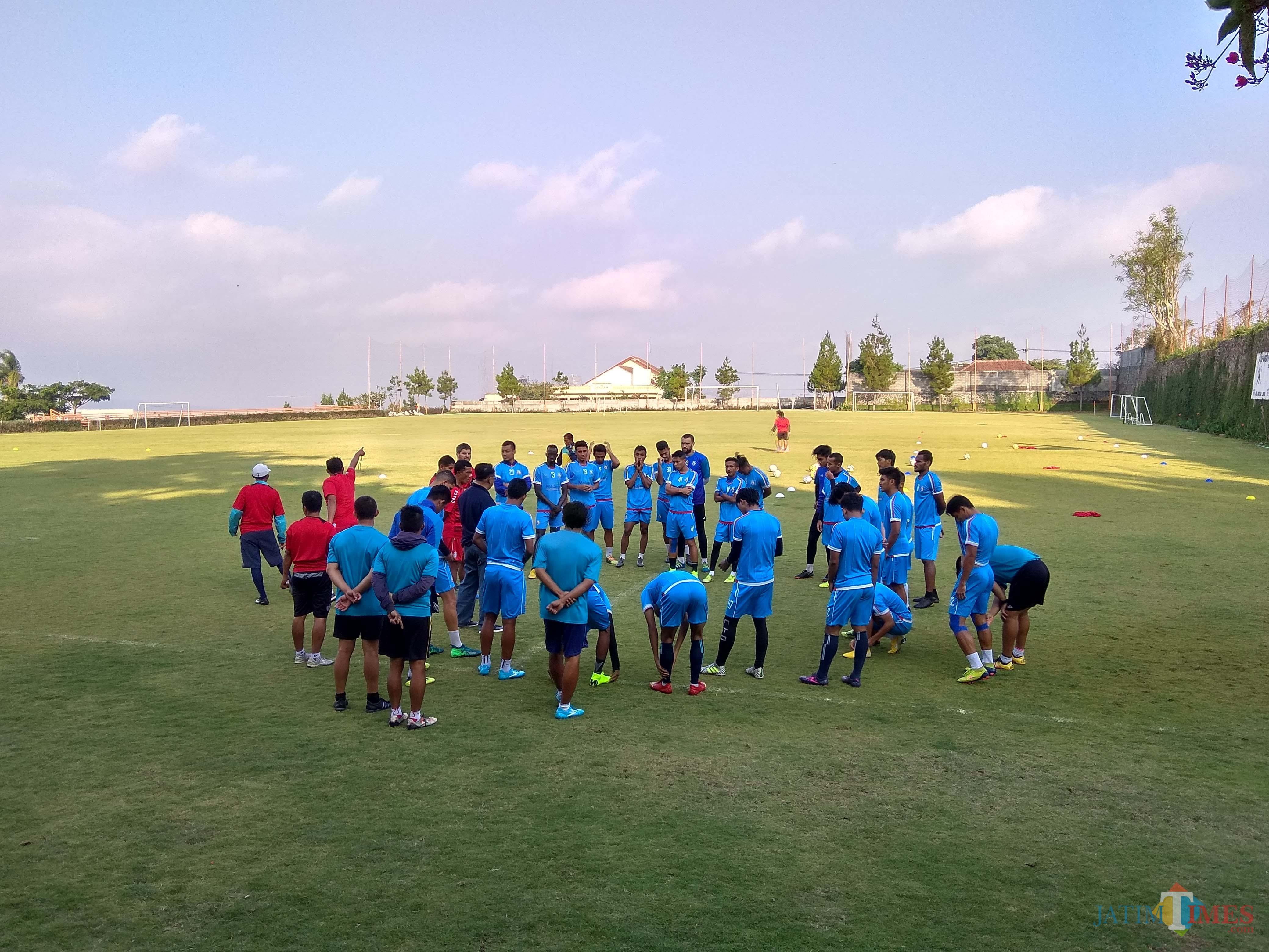Arema FC ketika menjalani latihan di Lapangan Agro kusuma, Kota Batu (Hendra Saputra)