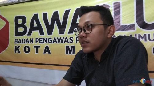 Koordinator Divisi Penanganan Pelanggaran Bawaslu Kota Malang Hamdan Akbar Safara saat menemui awak media. (Foto: Nurlayla Ratri/MalangTIMES)
