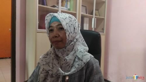 Koordinator Divisi SDM dan Organisasi Bawaslu Kota Malang Erna Al Maghfiroh saat ditemui awak media. (Foto: Nurlayla Ratri/MalangTIMES)