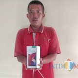Pelaku M. Alvin ditahan di Polsek Selopuro. Dia damankan beserta barang bukti pencurian.