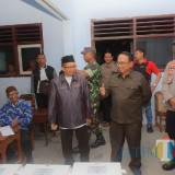 Bupati Blitar didampingi Kapolres Blitar memonitor Pleno Pemilu tingkat Kecamatan