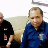 Ketua Bawaslu Kabupaten Malang M. Wahyudi (kanan) bersama George dari Divisi Penindakan Bawaslu. (dok MalangTIMES)