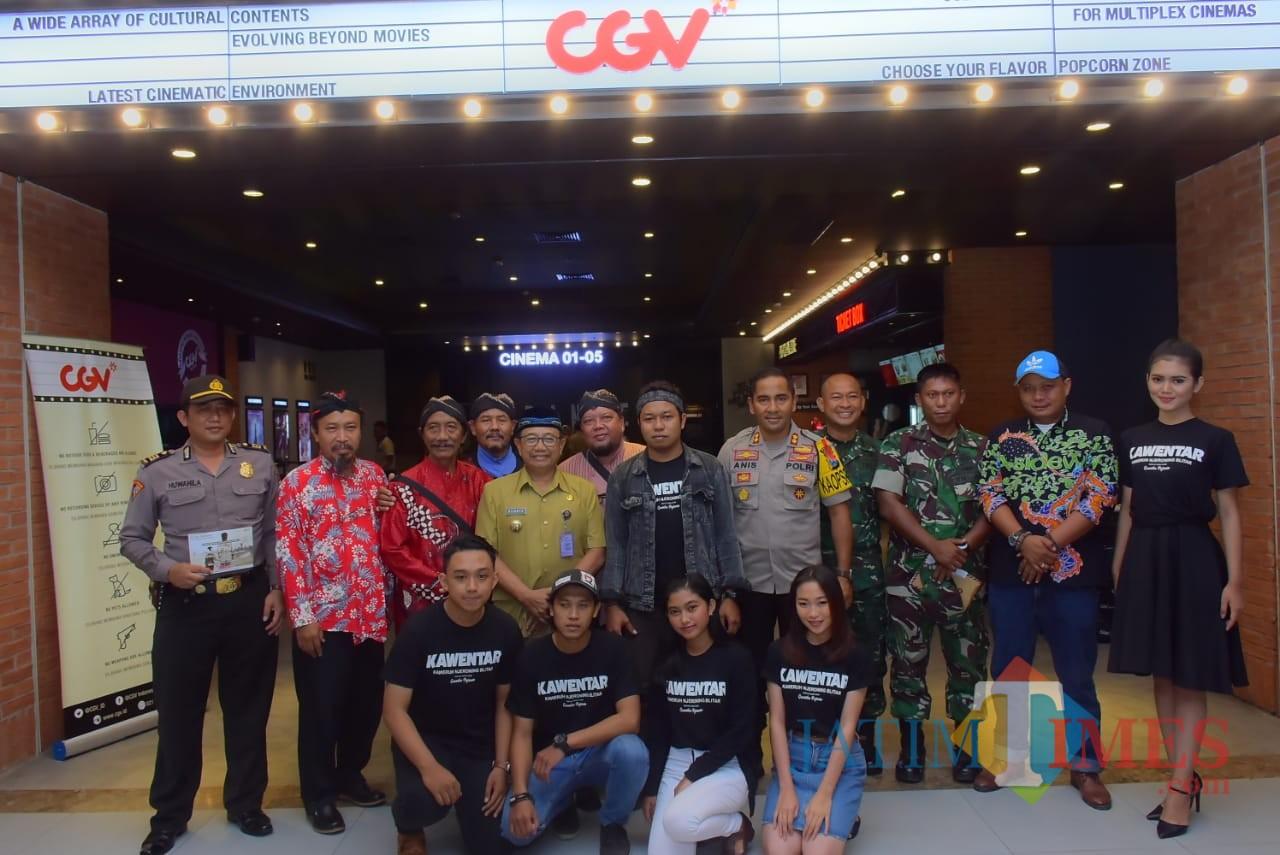 Bupati Blitar Rijanto bersama Grantika, Forkopimda dan pemain film Kawentar.(Foto : Team BlitarTIMES)