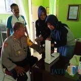 Cek kesehatan dilakukan guna menunjang kebugaran anggota Polres Blitar.