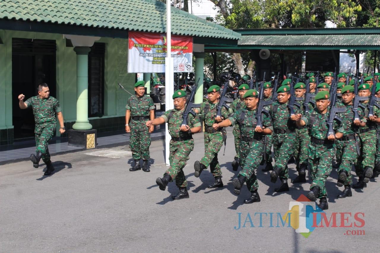 Dandim 0808/Blitar Letkol Inf Kris Bianto pimpin langsung latihan PBB.