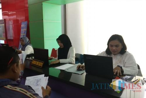 Pelayanan di DPM PTSP Kota Malang (Pipit Anggraeni/MalangTIMES)
