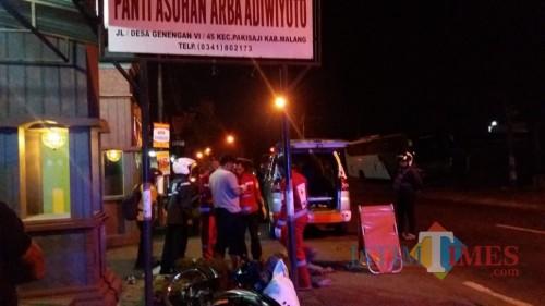 Kondisi Sumadi korban kecelakaan sesaat setelah kejadian, Kecamatan Pakisaji (Foto : Pos Laka Lantas Kepanjen for MalangTIMES)