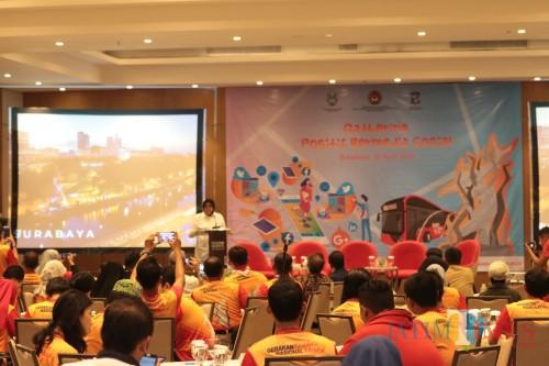 "Wali Kota Surabaya Tri Rismaharini membuka acara Gathering ""positif bermedia social"""