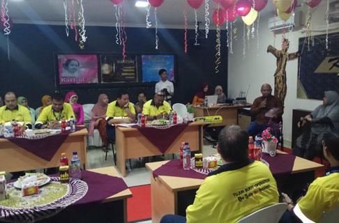 Para peserta sedang mendengarkan materi dari psikolog Adreina Marcelina