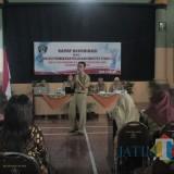 Rakor Strategi Peningkatan Identitas Penduduk yang digelar Dispendukcapil di Aula Kantor Lurah Wlingi.(Foto : Aunur Rofiq/BlitarTIMES)