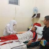 Panwascam Batu M. A Rokhim saat dirawat di Rumah Sakit dr Etty Asharto Kota Batu. (Foto: Bawaslu Kota Batu for MalangTIMES)
