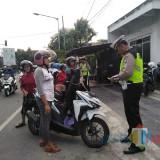 Satlantas Polres Blitar Kota saat gelar operasi tertib lalu lintas.(Foto : Team BlitarTIMES)