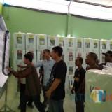 Suasan hitung ulang surat suara legislatif milik TPS 14 Desa Sidowarek, Kecamatan Ngoro yang dilakukan oleh anggota PPK Ngoro. (Foto : Adi Rosul / JombangTIMES)