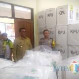 Wakil Wali Kota Malang Sofyan Edi Jarwoko (bersafari) saat meninjau rekapitulasi suara di PPK Kedungkandang. (Foto: Dokumen MalangTIMES)