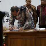Plh wali kota Kediri bersama 37 bupati/wali kota se-Jatim tanda tangani nota kesepahaman dan perjanjian kerja sama. (Istimewa)
