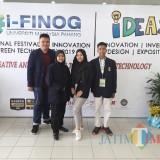 Siswa siswi SMKN 6 peneliti Utilizing Plastic Bottle Waste to Replace Brick yang berhasil meraih bronze medal di Malaysia. (Foto: Imarotul Izzah/MalangTIMES)