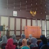 Walikota Batu Dewanti Rumpoko saat sambutan dalam seminar (Luqmanul Hakim/Malang Times)
