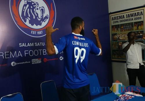 Striker asing baru Arema FC Sylvano Comvalius (Hendra Saputra)