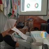 Proses Situng di KPU Tulungagung. (foto : Joko Pramono/Jatim Times)