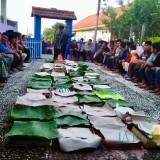 Warga saat kenduri encek di di Desa Bulukerto, Kecamatan Bumiaji, Kamis (25/4/2019). (Foto: istimewa)