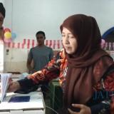 Warga yang terdaftar di TPS 17 Kelurahan Sukoharjo, Kota Malang, melakukan pemungutan suara ulang. (Foto: Nurlayla Ratri/MalangTIMES)