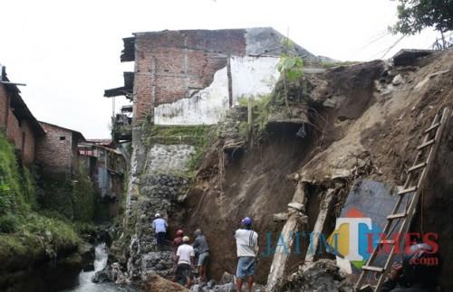 Ilustrasi kejadian bencana tanah longsor yang terjadi di Kota Malang (Dok. MalangTIMES)