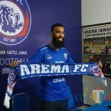 Striker asing baru Arema FC, Sylvano Comvalius (Hendra Saputra)