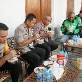 Kapolrestabes Surabaya Kombespol Rudi Setiawan ketika mengajak sarapan bareng Didik Suyono